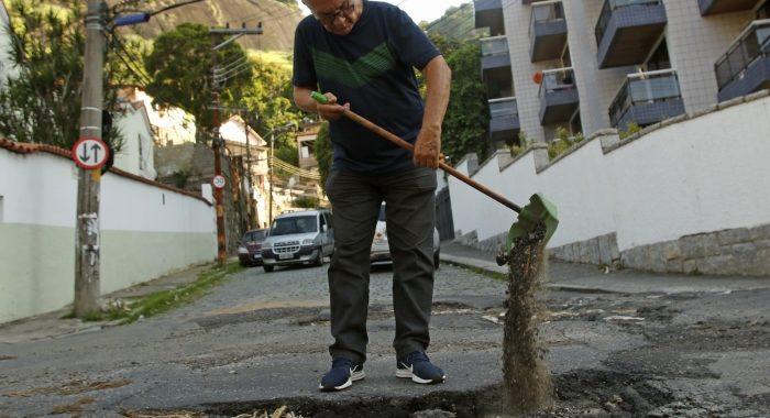 Após destruição causada pela chuva no Rio, dengue e chikungunya preocupam